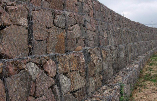Gabion Wall Fabricated of Mesh Basket Filled with Rocks and Lined with Geotextiles
